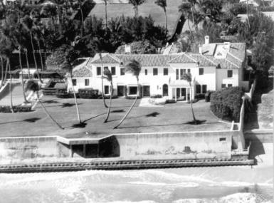 Black and white aerial photo of Kennedy family mansion on ocean with large lawn